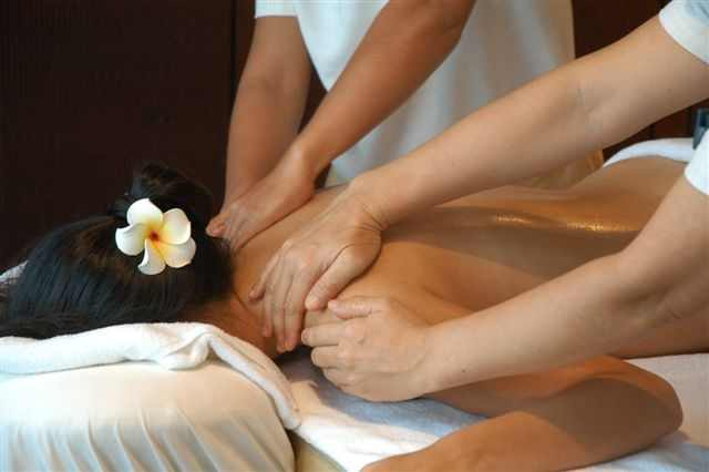 Four hands massage therapy